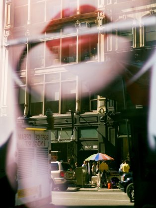 reflections_4053_lips3_lips_over_broadway